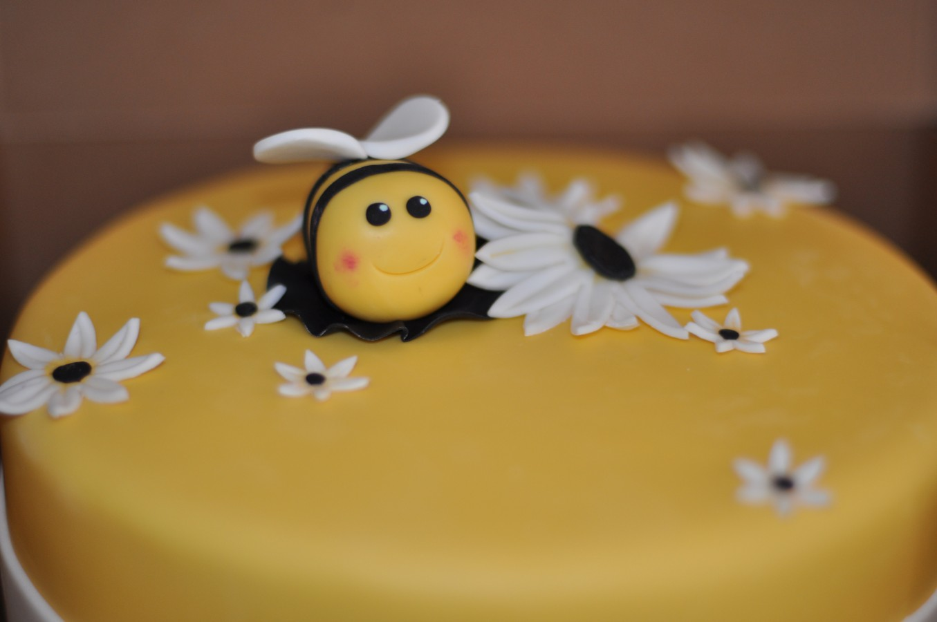 Bumble Bee Cake Decorations By Birthday Cakecentral