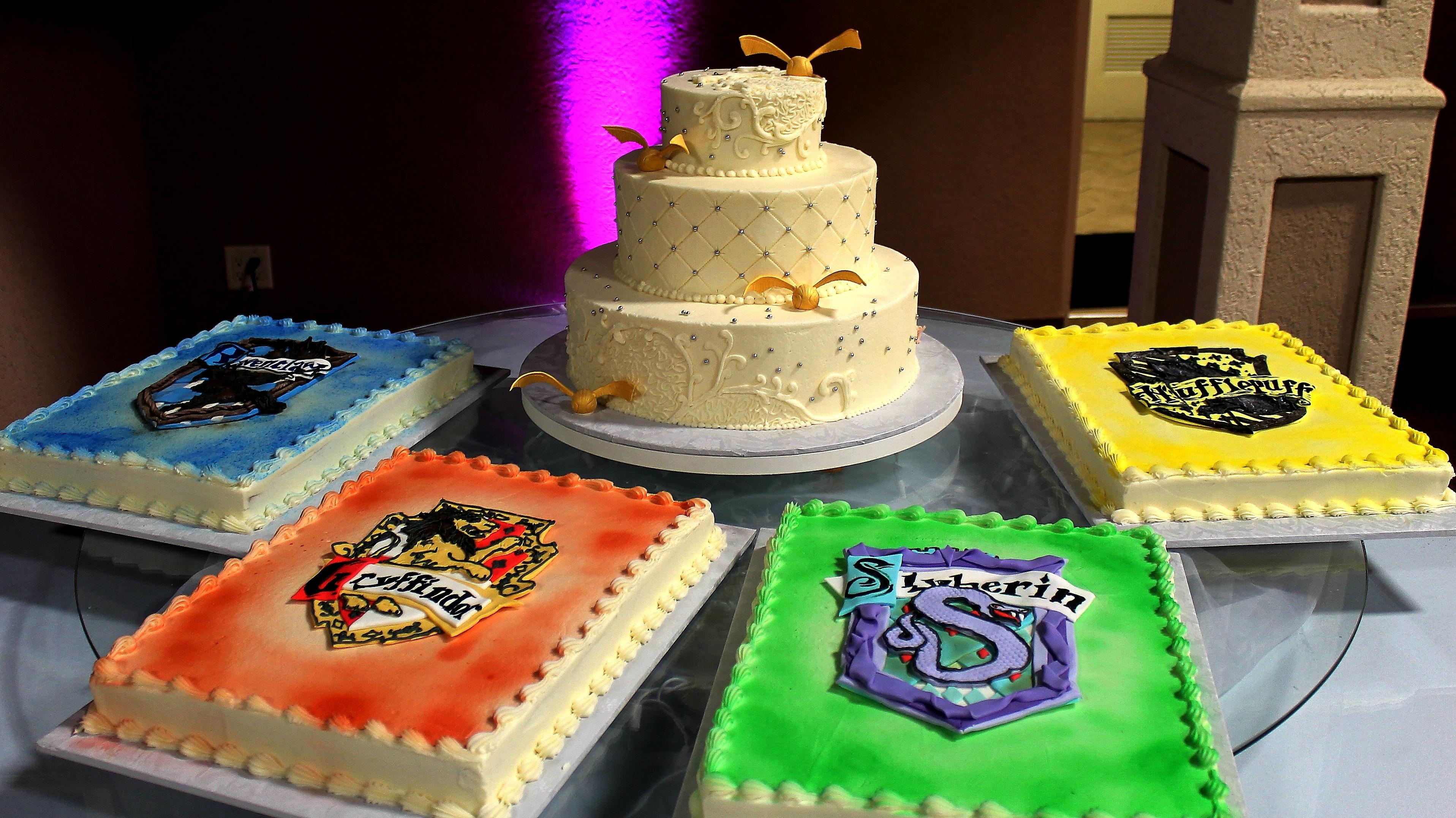 Harry Potter Cake Harry Potter Wedding Cake Gold Snitch ...