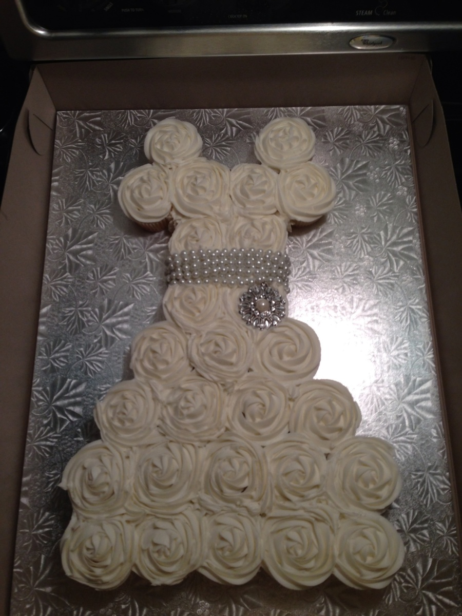 Wedding dress cupcake cake bridal shower for Wedding dress cupcake cake