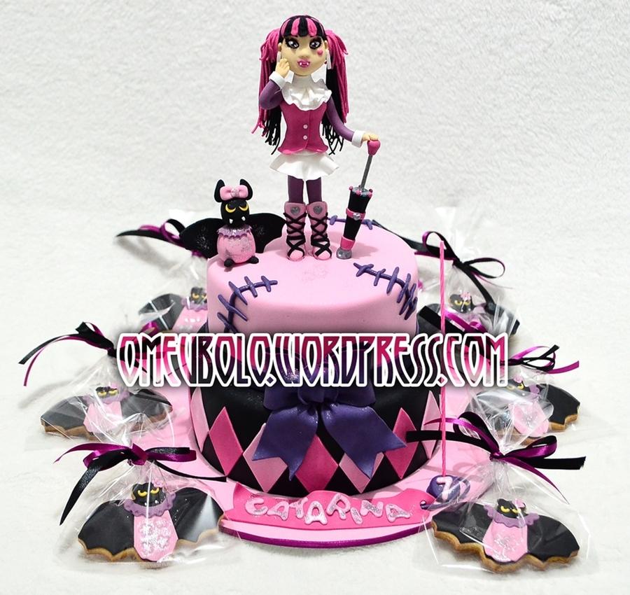 Sensational Monster High Draculaura Cakecentral Com Funny Birthday Cards Online Hendilapandamsfinfo