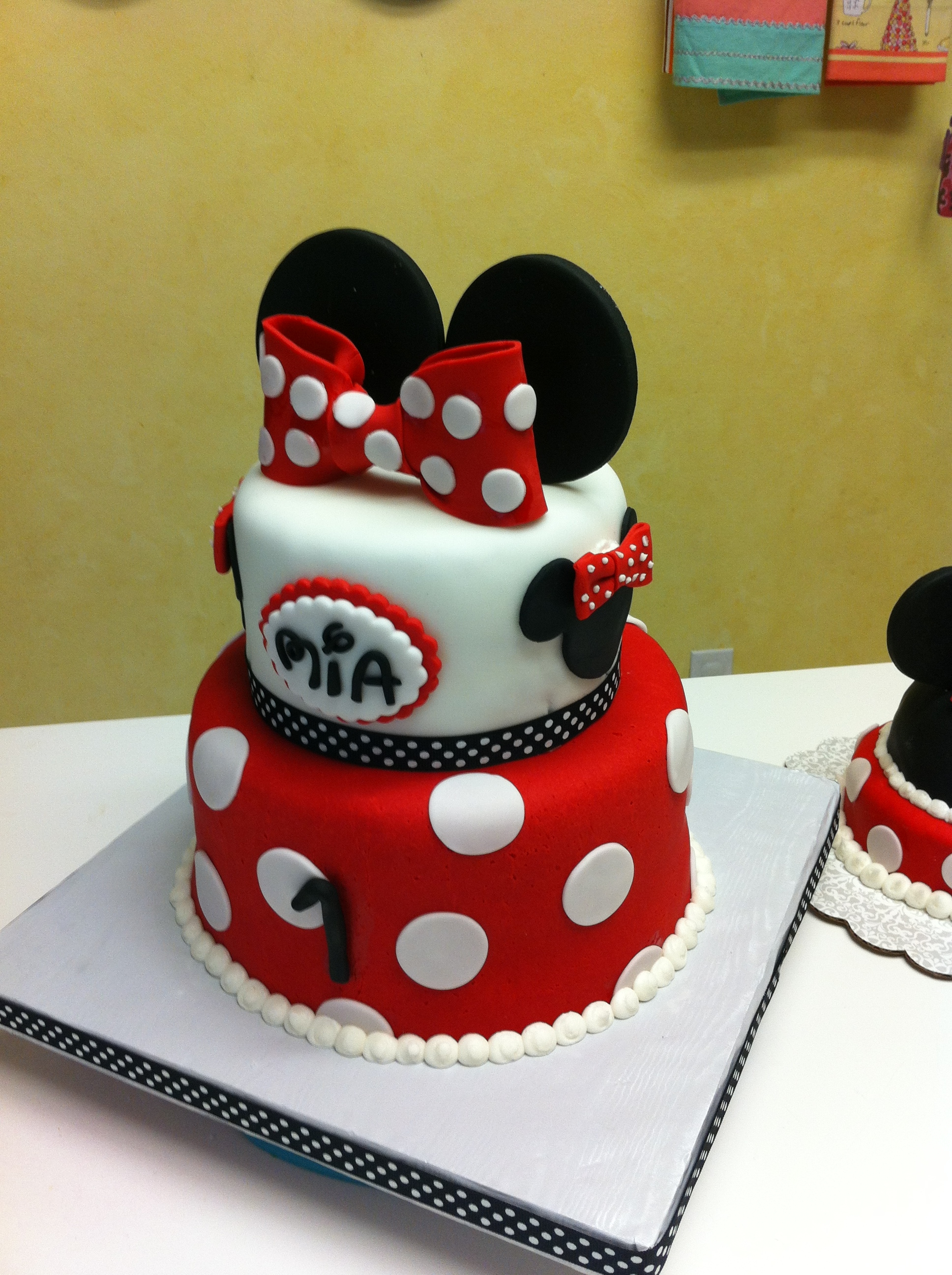 Minnie Mouse First Birthday Cake With Little Smash
