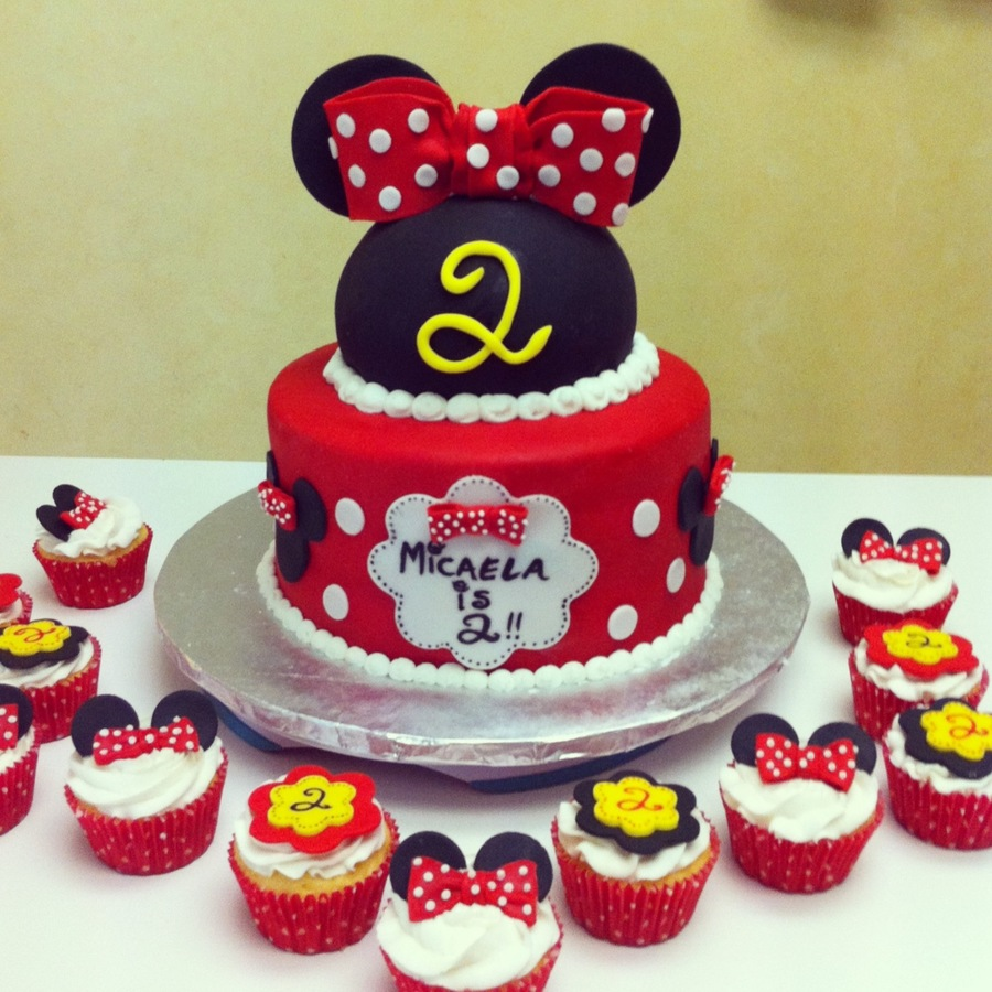 Minnie Mouse Birthday Cake With Matching Cupcakes Cakecentral