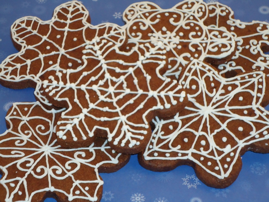 Chocolate Snowflakes on Cake Central