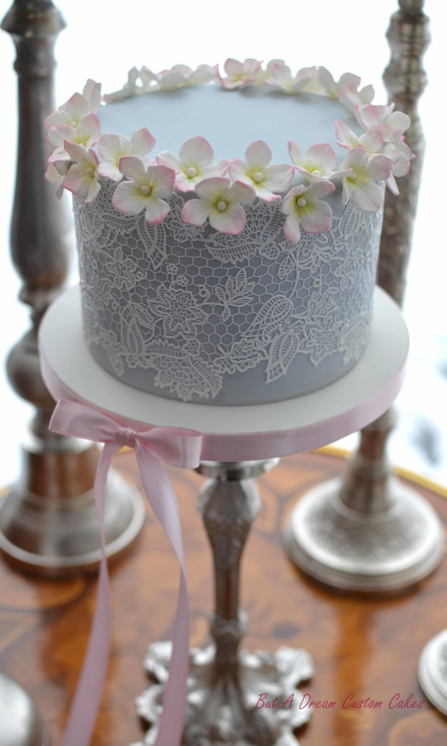 romantic little wedding cake with delicate sugar lace and hydrangea blossoms. Black Bedroom Furniture Sets. Home Design Ideas