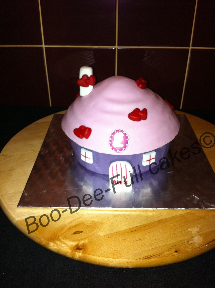 Cute Little House on Cake Central