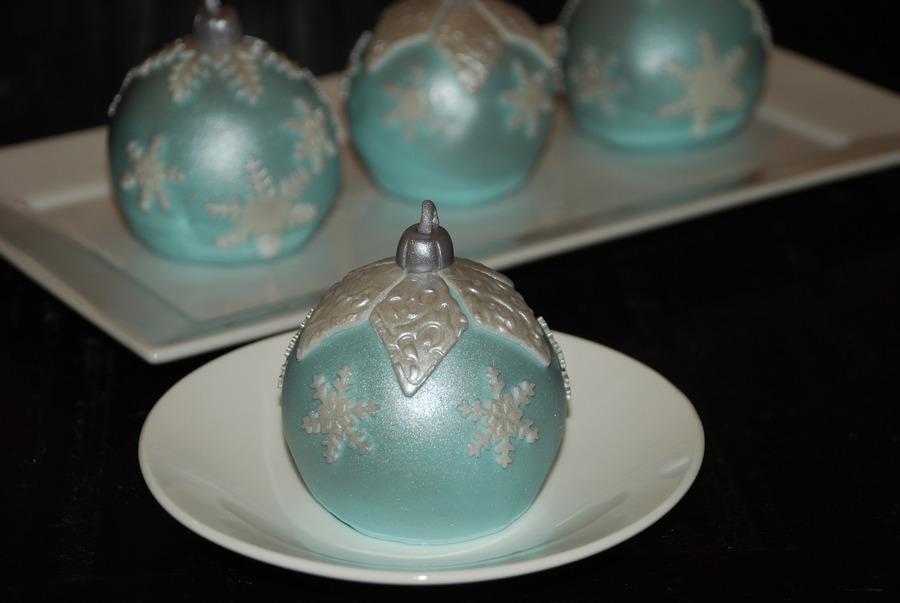 Christmas Bauble Cake Images : Christmas Bauble Cakes - CakeCentral.com
