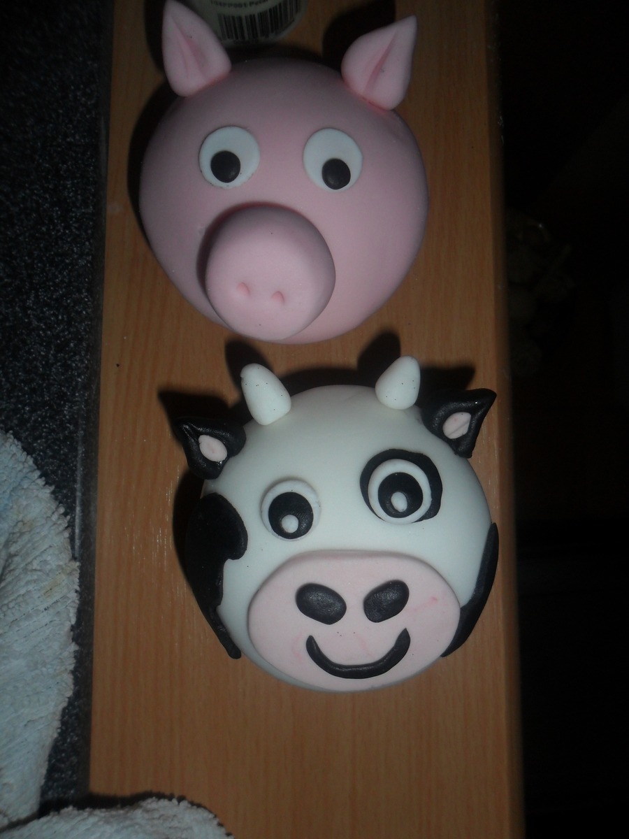 Large Pig And Cow Muffin Size Cup Cake on Cake Central