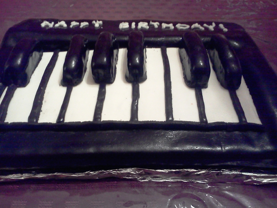 Keyboard! on Cake Central