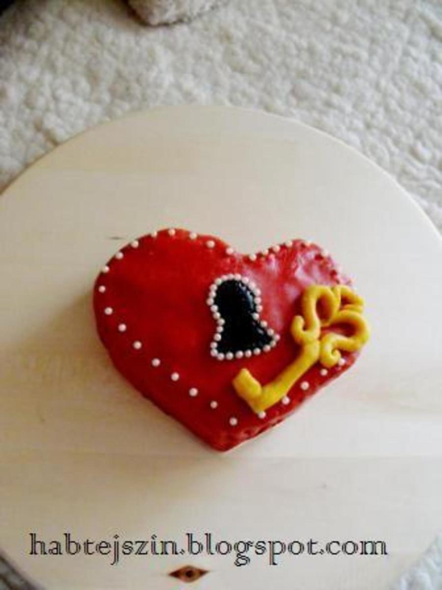 Key Of My Heart Cake on Cake Central