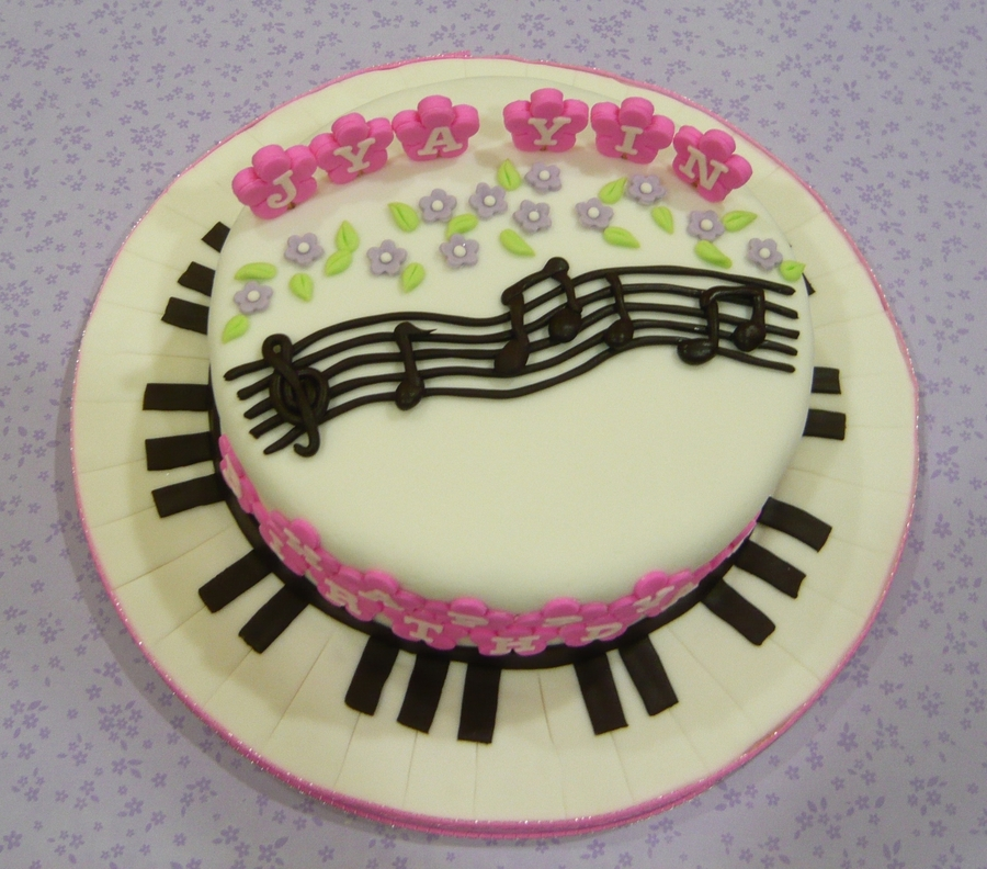 Musical Note And Keyboard Cake on Cake Central