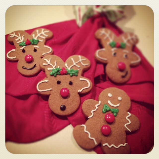 Gingerbread Cookie Cutter Men And Reindeer Cakecentral Com