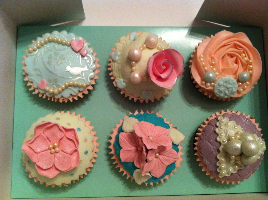 Vintage Style Cupcakes on Cake Central