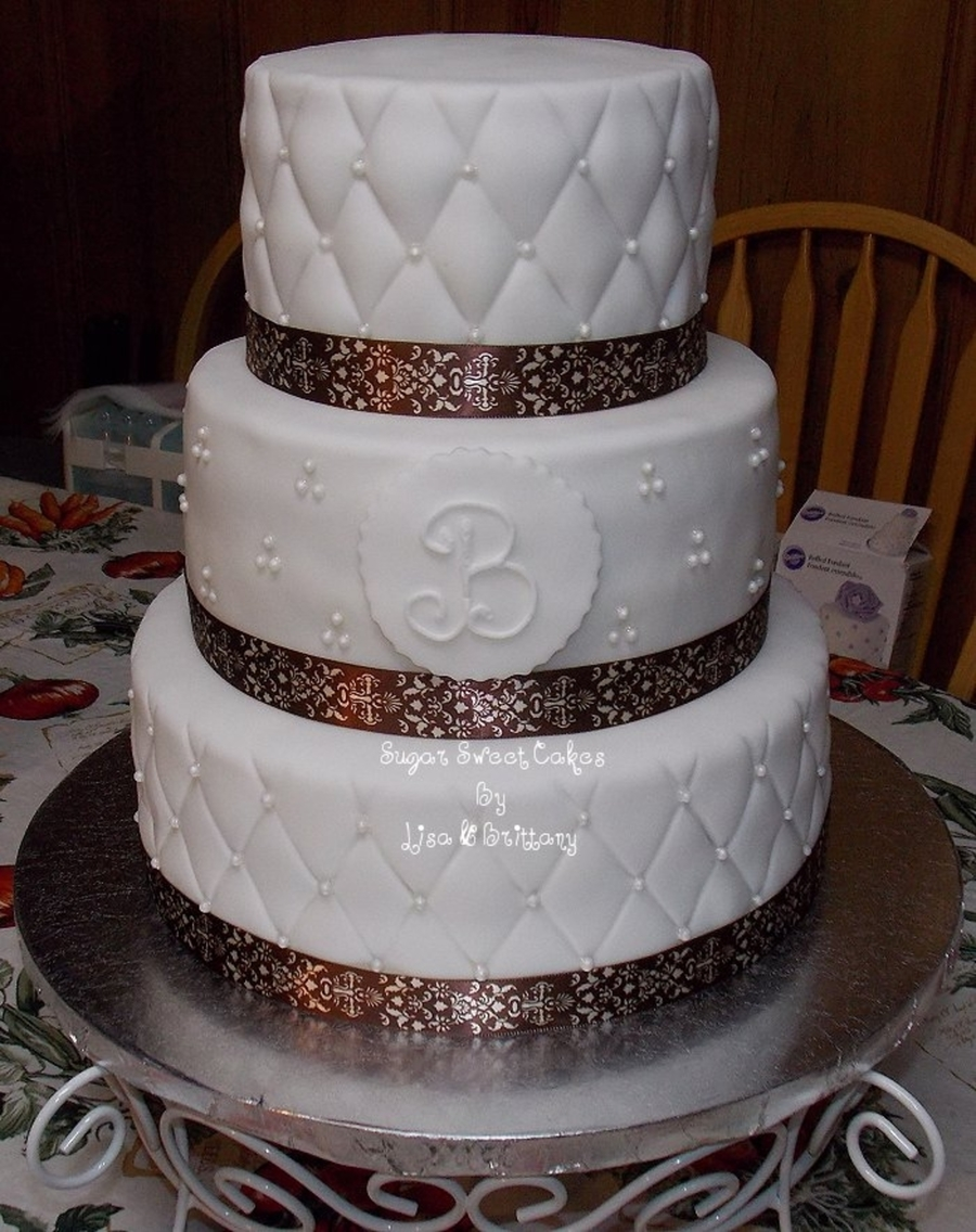 edible pearls for wedding cakes quilted wedding cake w edible pearls cakecentral 13909