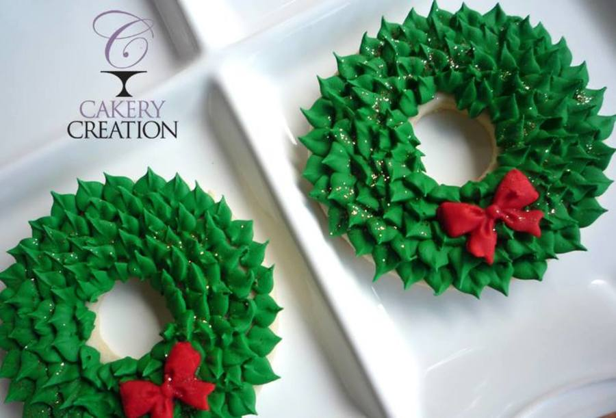 Wreath Cookies on Cake Central