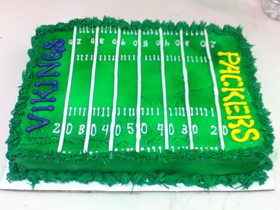 Cake Decorated Like Football Field : Viking Vs Packer Football Field Cake - CakeCentral.com