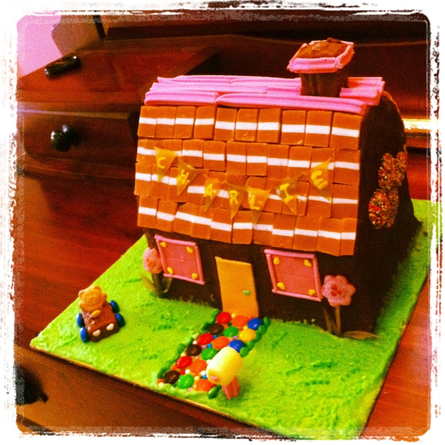 Cottage on Cake Central