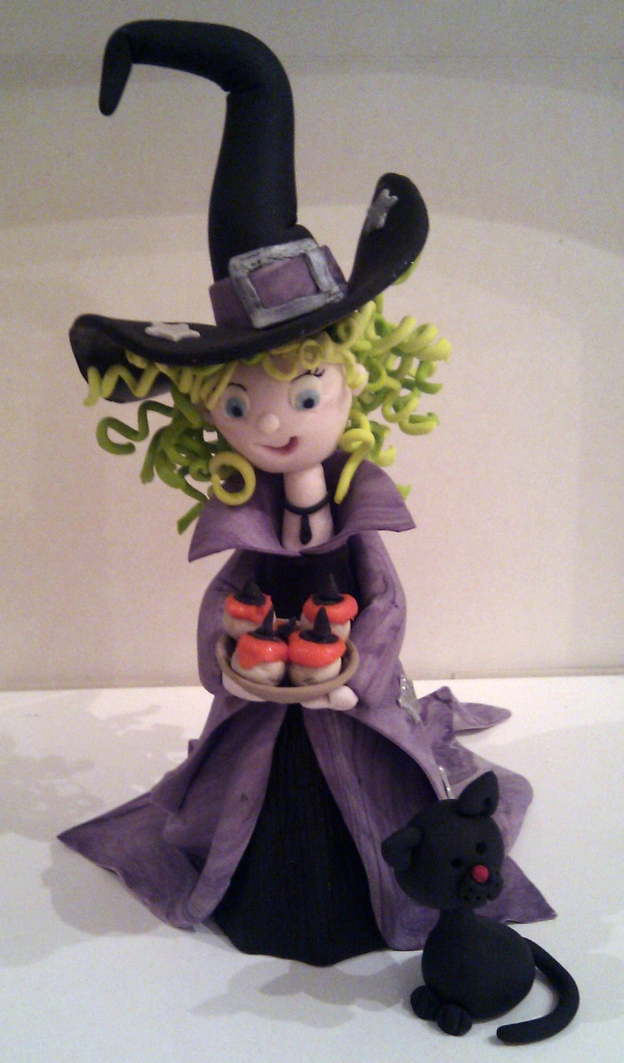 'millie' The Gum Paste Witch... on Cake Central