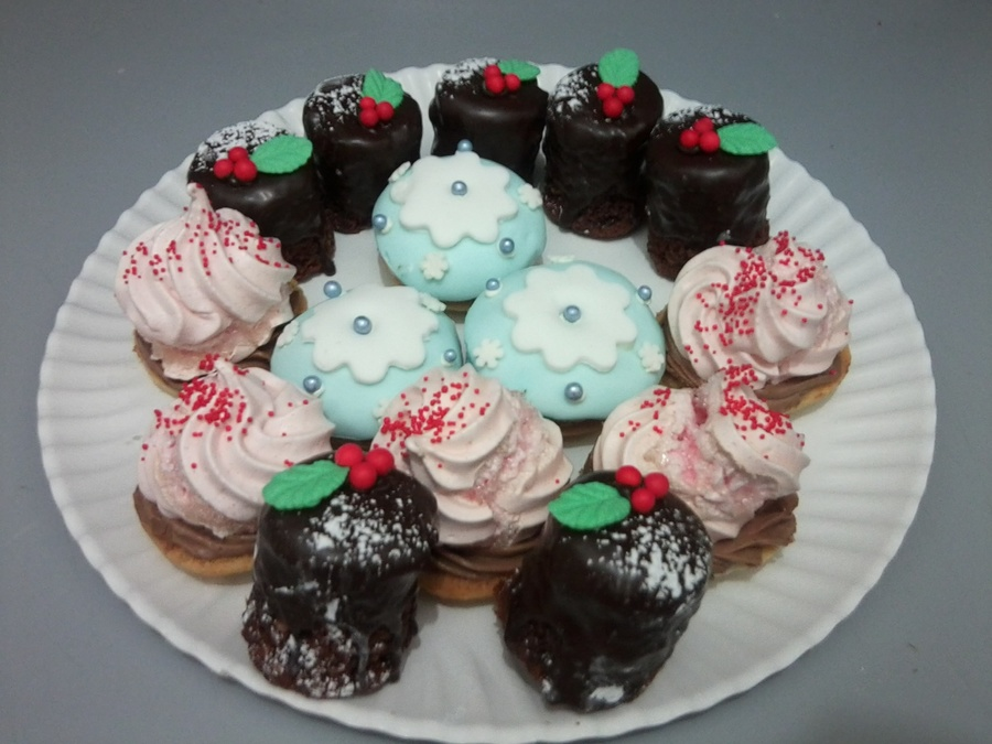 Christmas Cokees on Cake Central