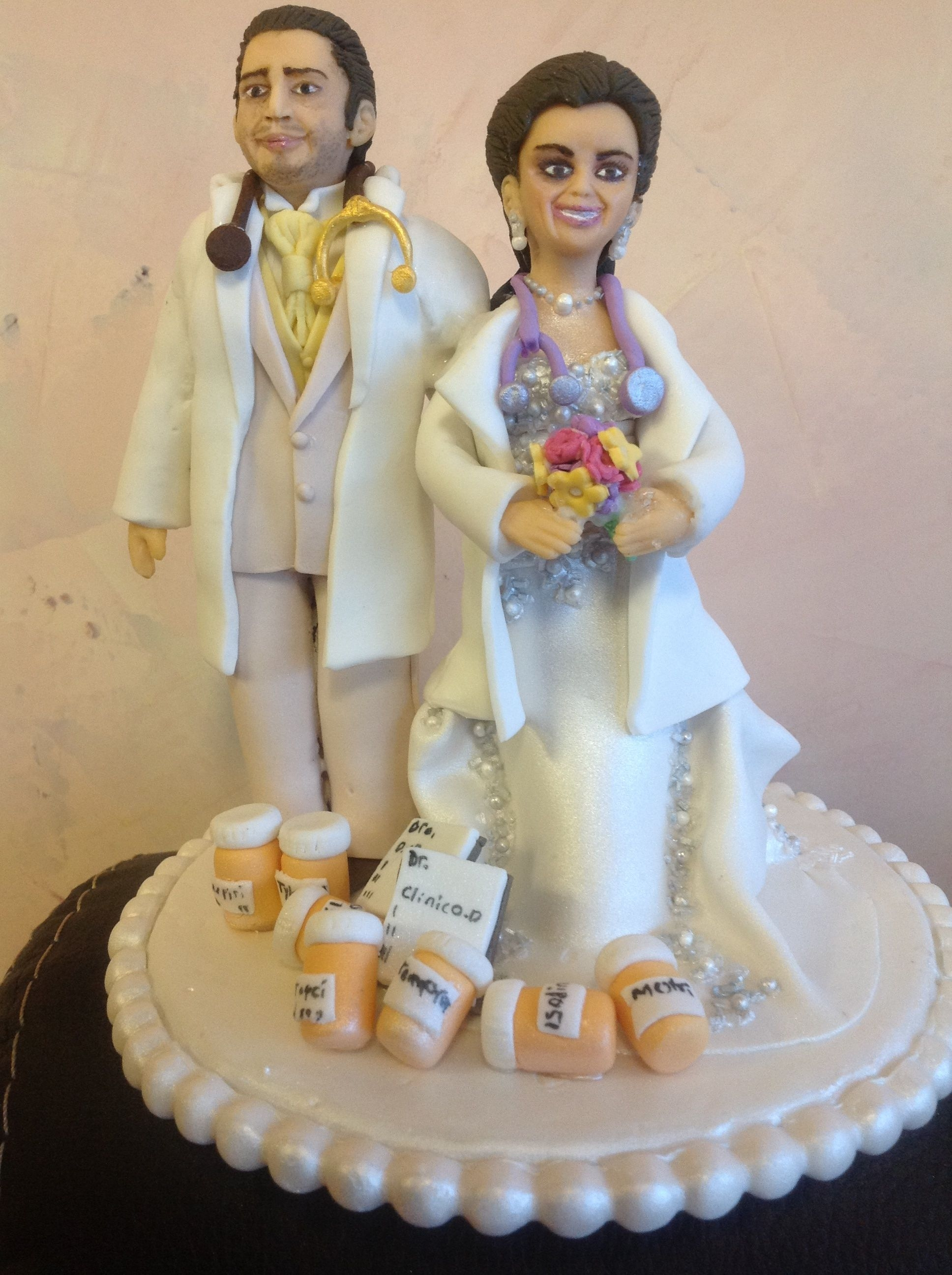 wedding cake topper figurines wedding cake topper 100 edible figurines are made of 8802