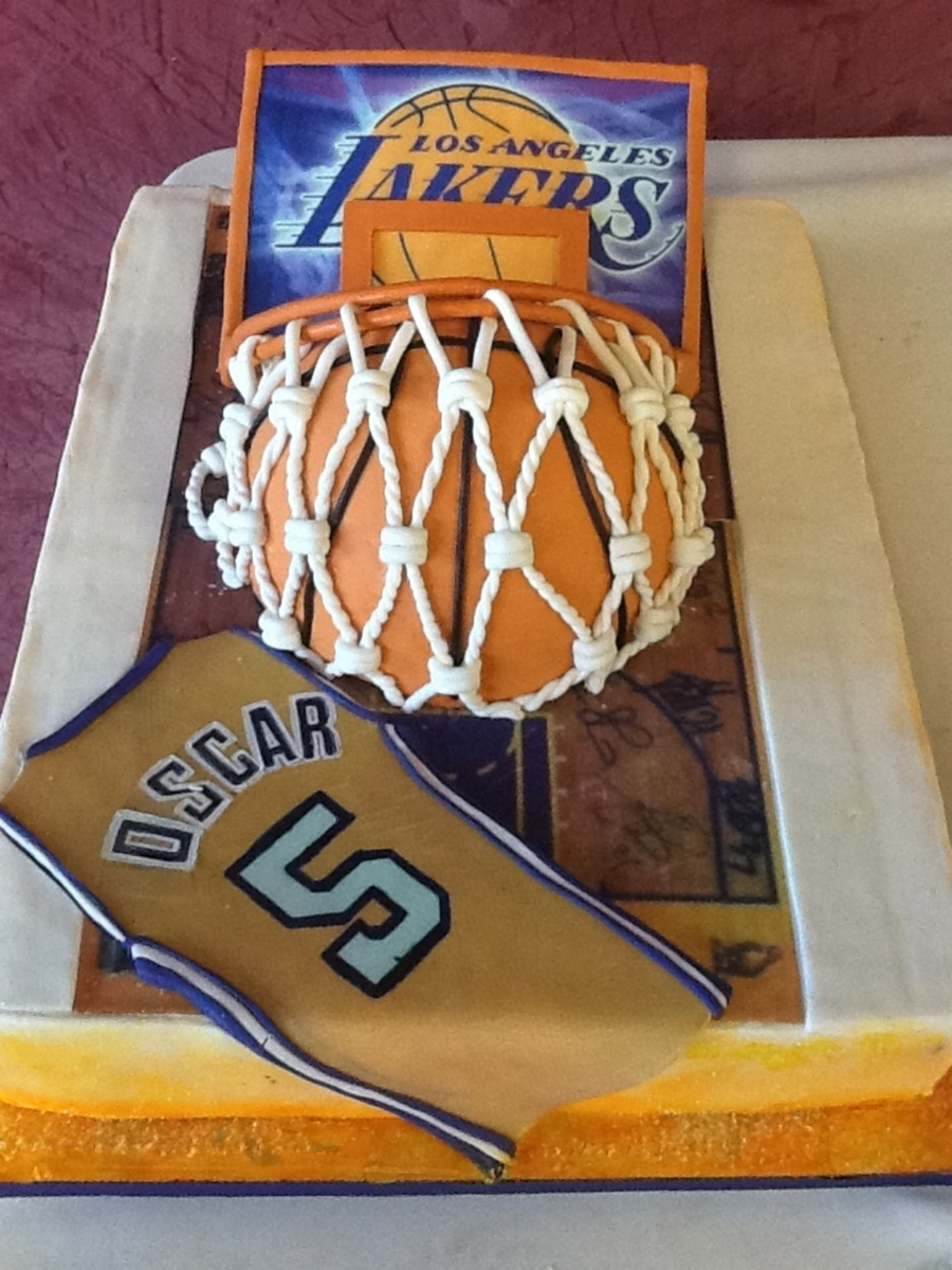The Lakers! on Cake Central