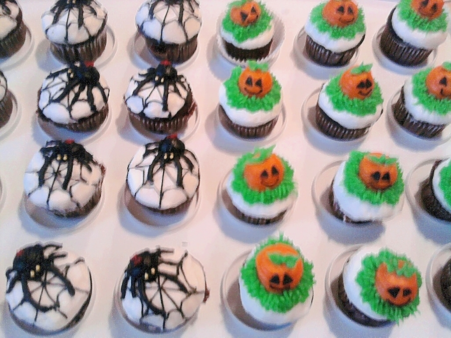 Halloween Mini Cupcakes on Cake Central