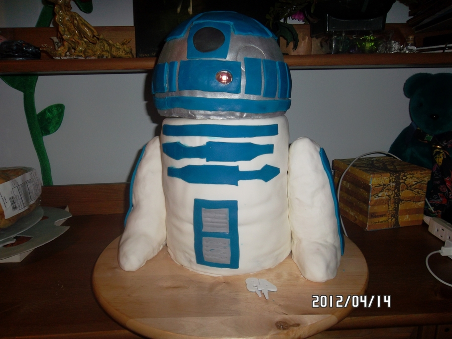 R2D2 on Cake Central