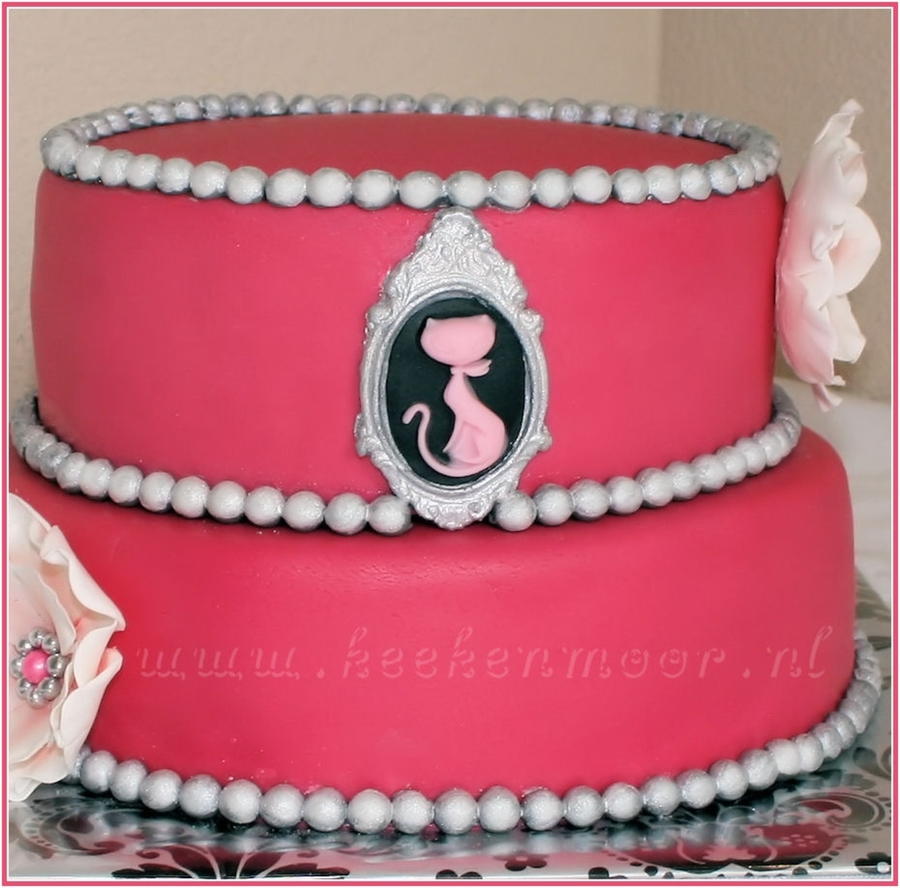 Roze Kat Camee / Pink Cat Camee Cake on Cake Central