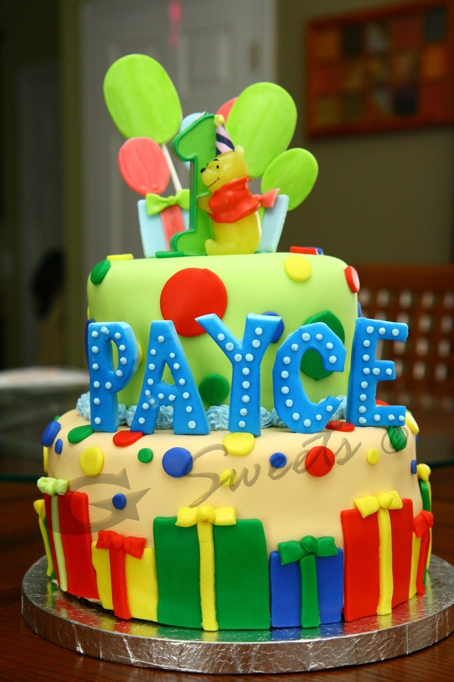 Winnie The Pooh Balloons And Gifts Theme - CakeCentral.com