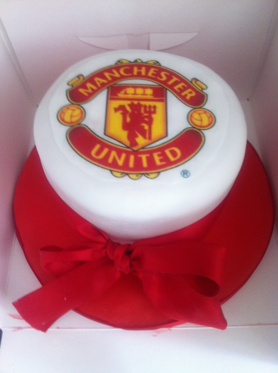 "Fathers Day 5"" Manchester United Cake  on Cake Central"