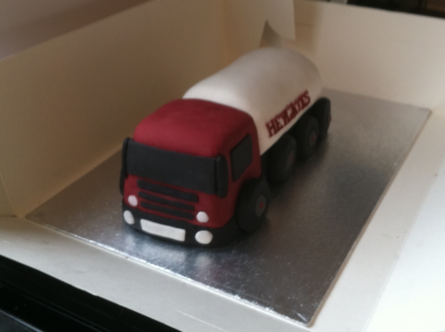 Lorry Cake on Cake Central