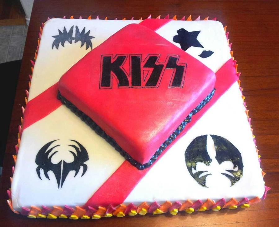 Fabulous Kiss Birthday Cake Cakecentral Com Funny Birthday Cards Online Overcheapnameinfo