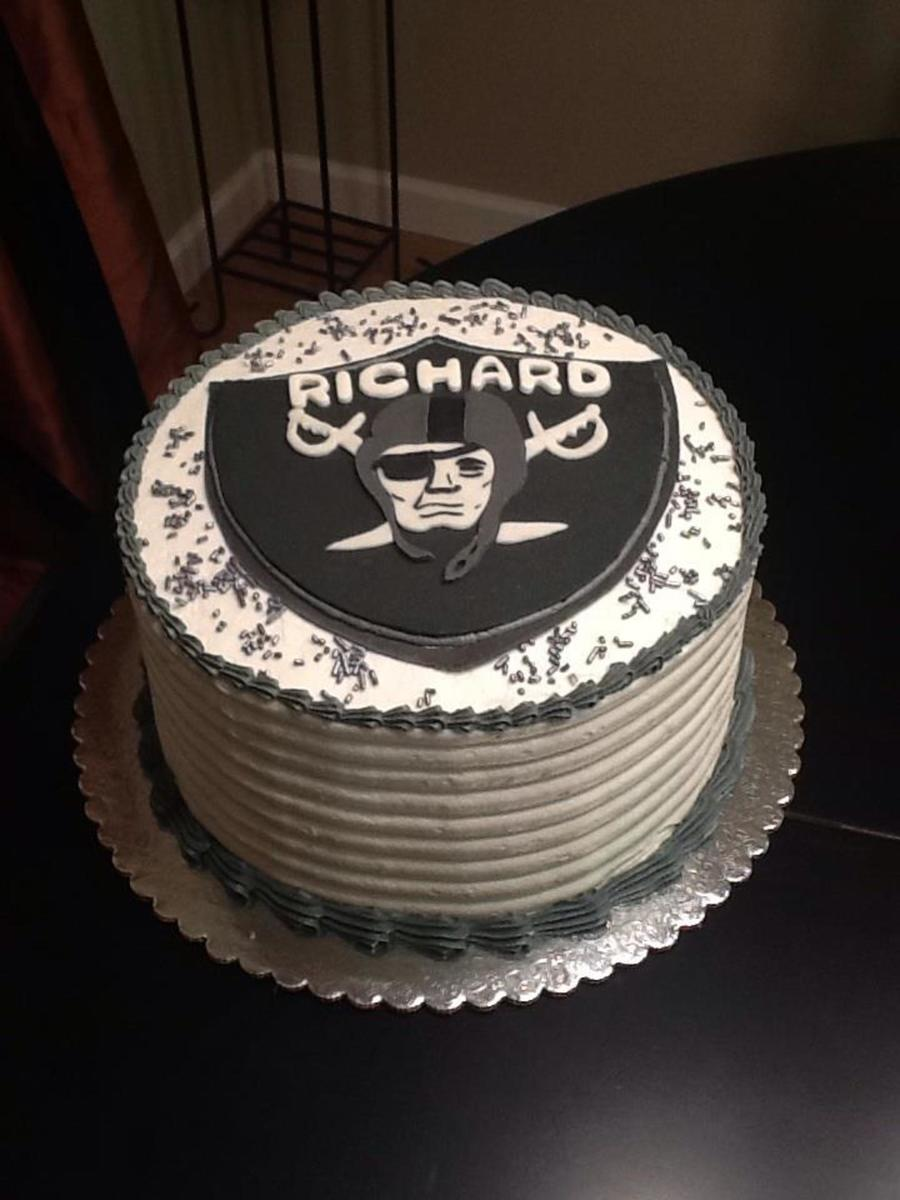 Oakland Raiders Themed Cake! on Cake Central