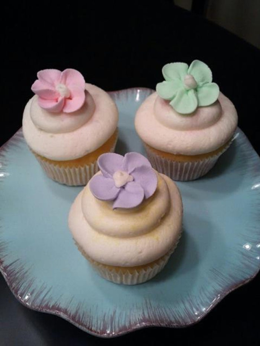 Pretty Simple Cupcakes  on Cake Central