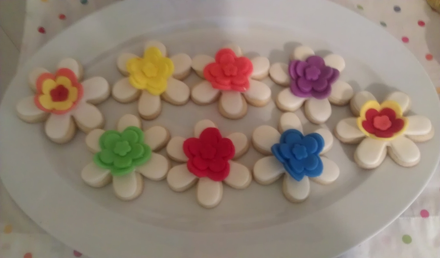 Fondant Flower Cookies  on Cake Central