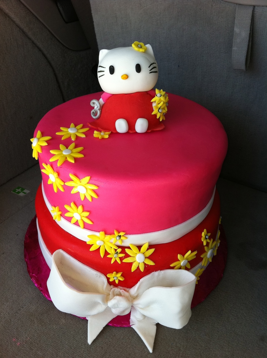 Hello Kitty Girl's Birthday Cake on Cake Central