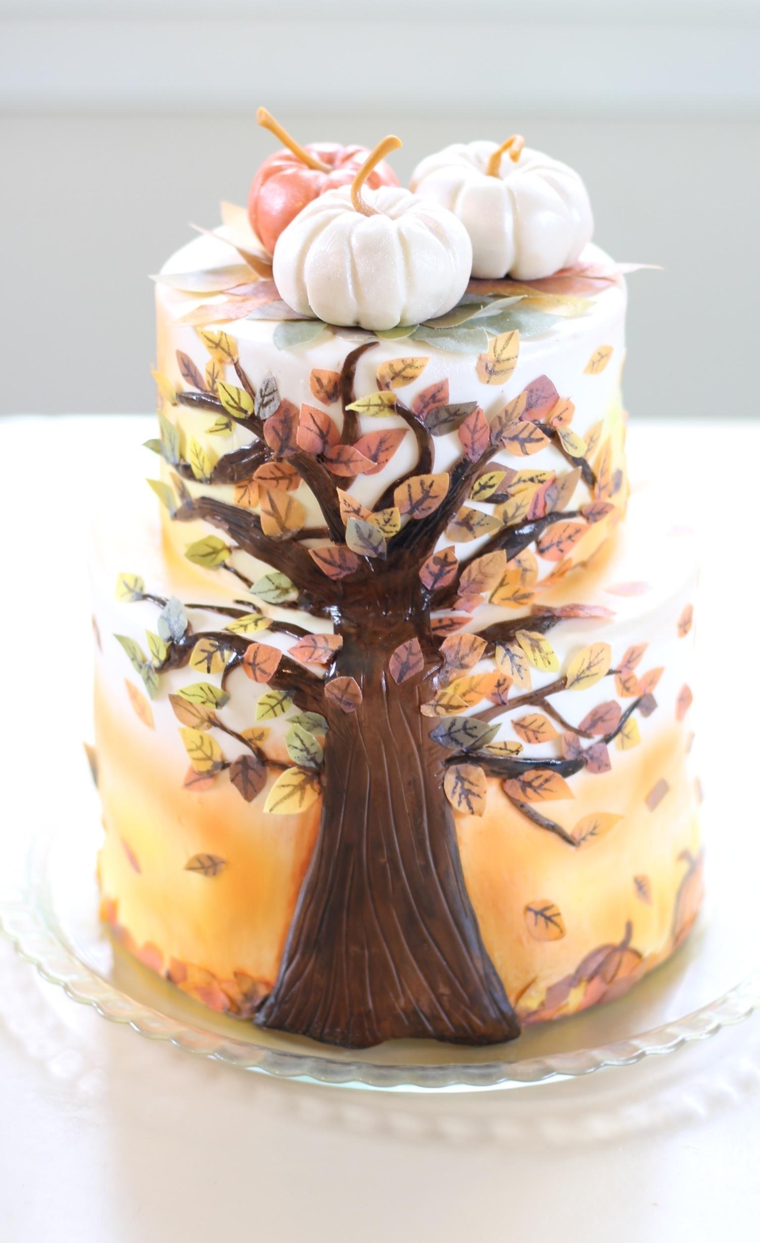 Cake Decorating How To Make A Leaf : Fall Leaf Cake - CakeCentral.com