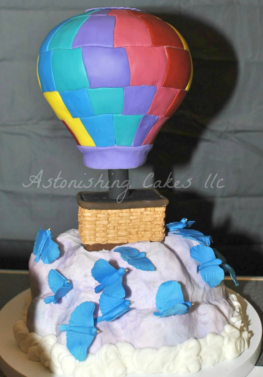Cake Decorating Hot Air Balloon : Floating Through The Clouds In A Hot Air Balloon Cake! By ...