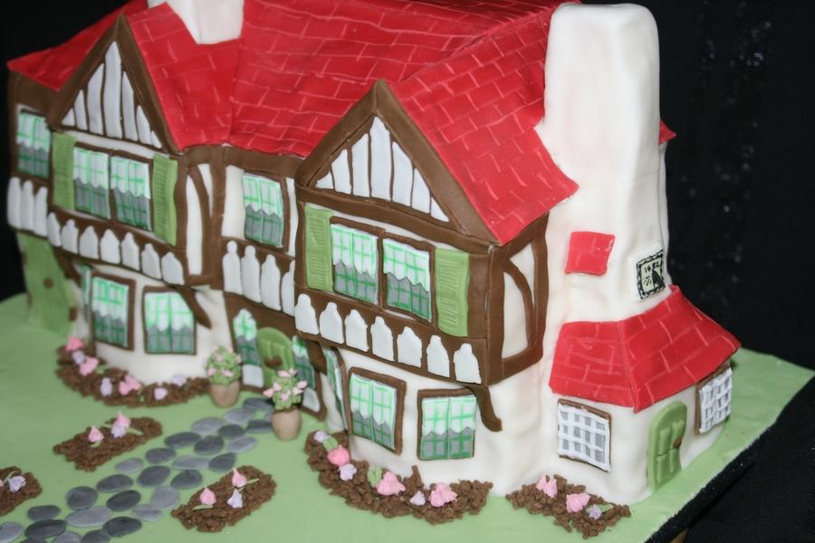 Tudor Doll S House Birthday Cake Cakecentral Com