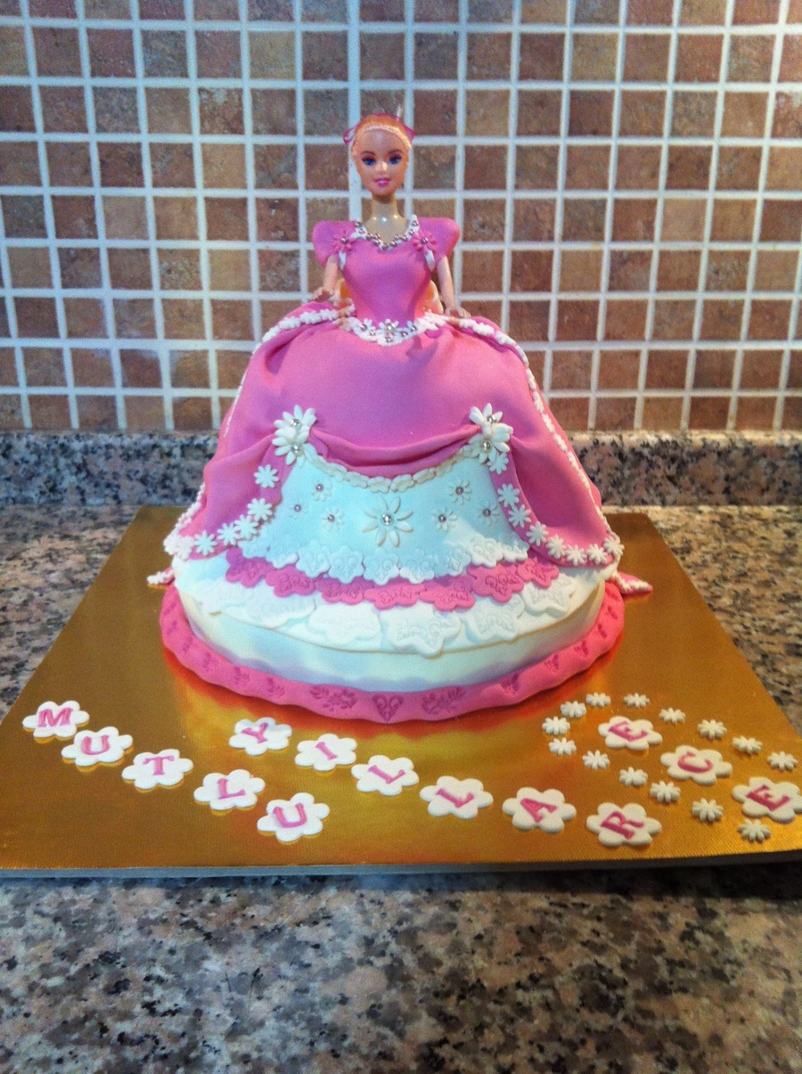 Uuuuuuuwww Barbiieee on Cake Central