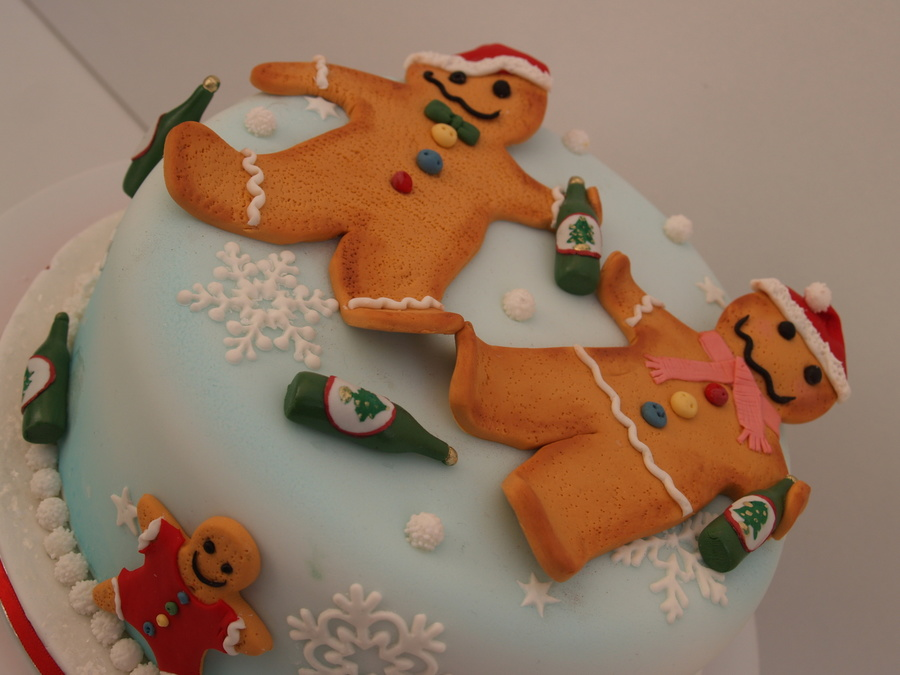 Drunken Gingerbread Men Xmas Cake! on Cake Central