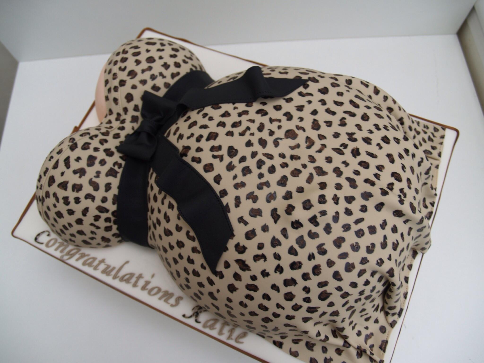leopard print baby bump baby shower cake 2048x1536