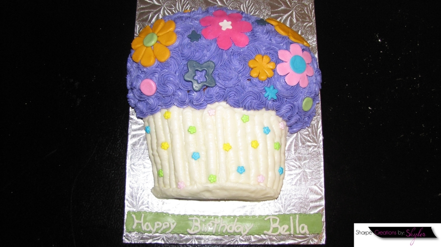 Flowers For Bella on Cake Central