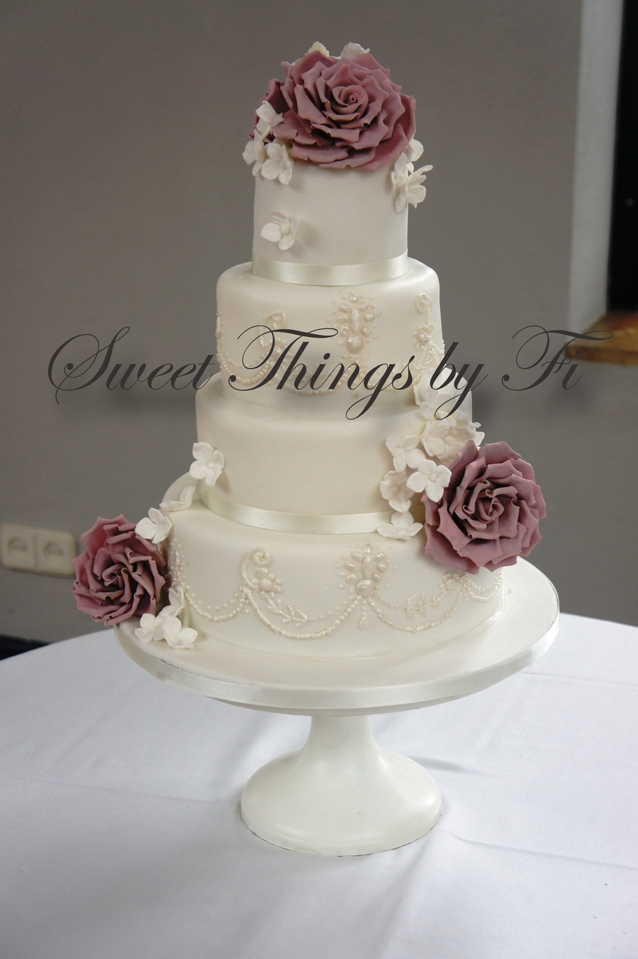 Sugar Roses And Piping on Cake Central