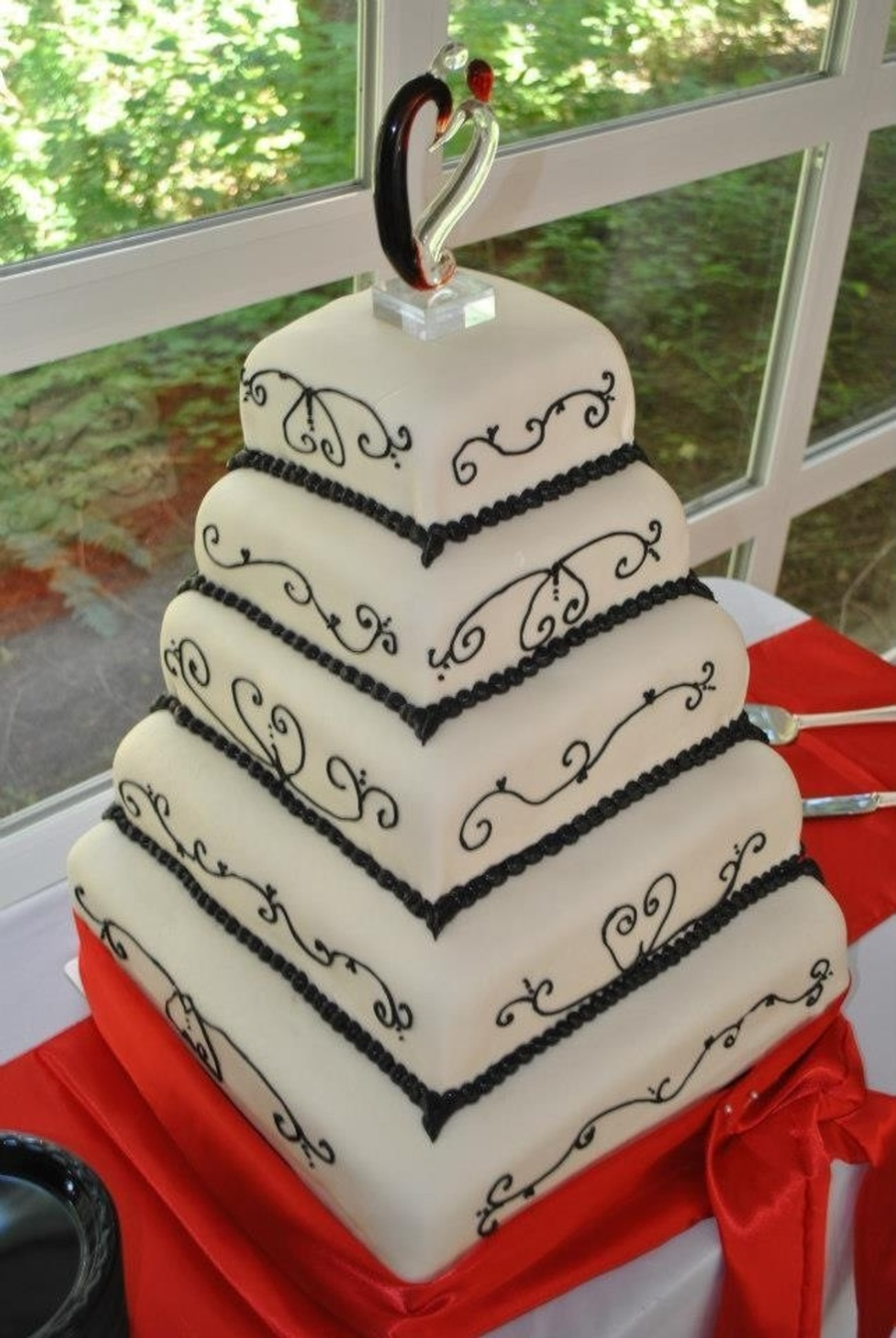Black And White on Cake Central