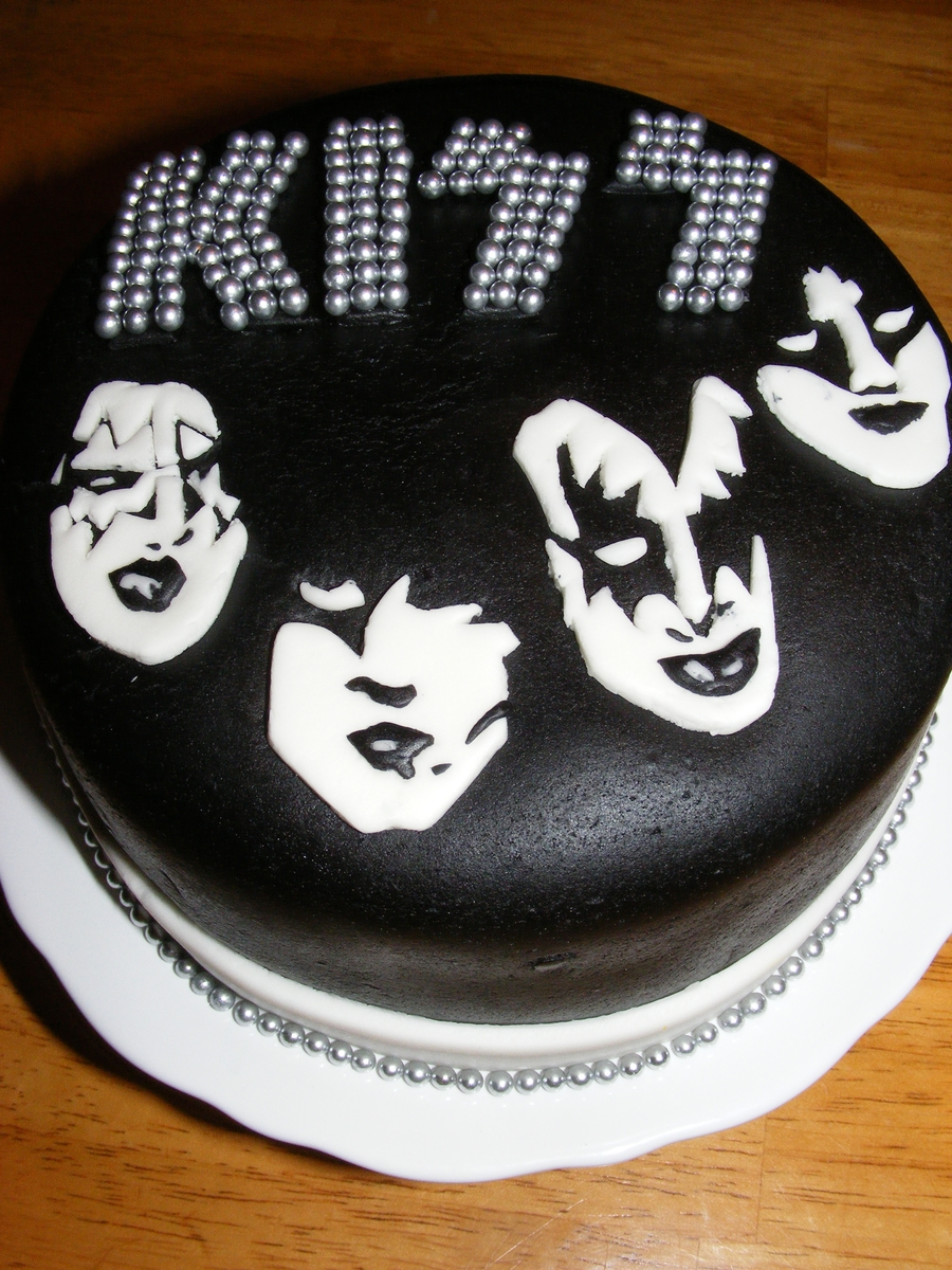 Kiss Cake on Cake Central