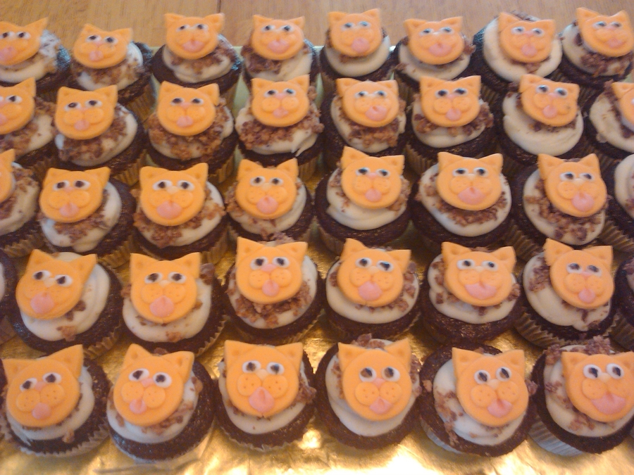 Cat Mini Cupcakes (Plays Music) on Cake Central