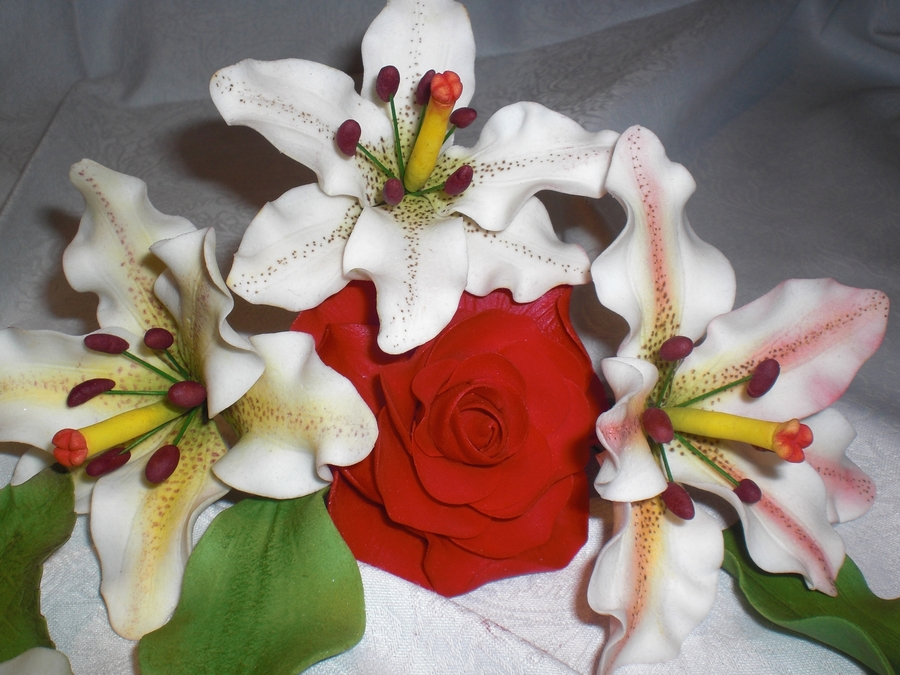 Sugarpaste Flowers on Cake Central