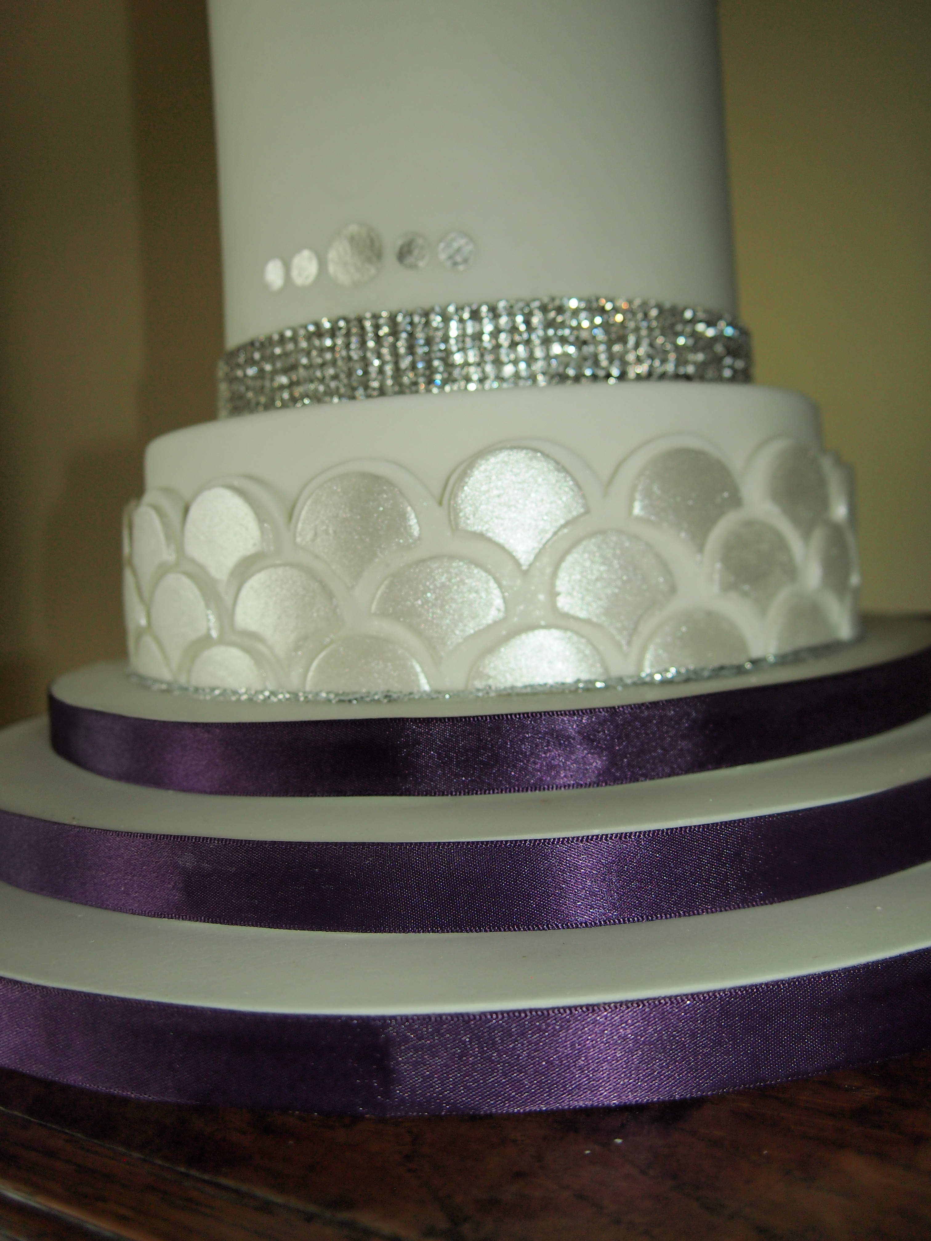 how to support a 3 tier wedding cake