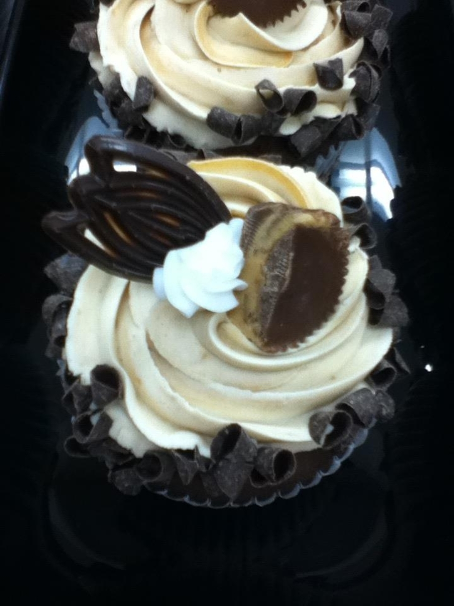 Jumbo Reese's Cupcake on Cake Central