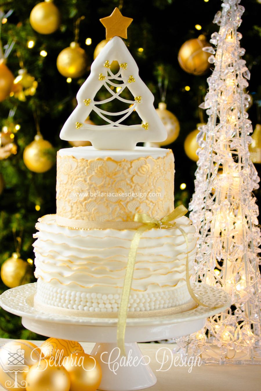 White And Gold Christmas Cake Cakecentral Com